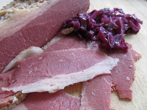 Corned beef with red cabbage