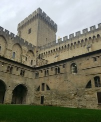 avignon-papes-palace2